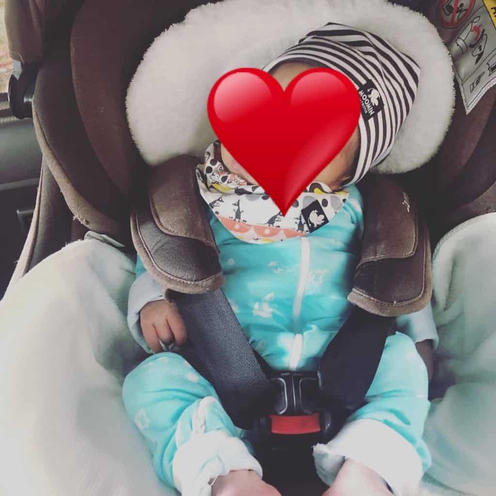 Combi(コンビ)チャイルドシート「クルムーヴ スマート」赤ちゃん座らせる