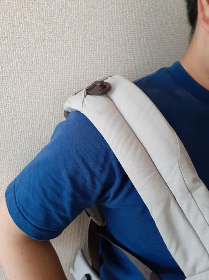 コンビのジョインEL-E抱っこ紐肩の部分