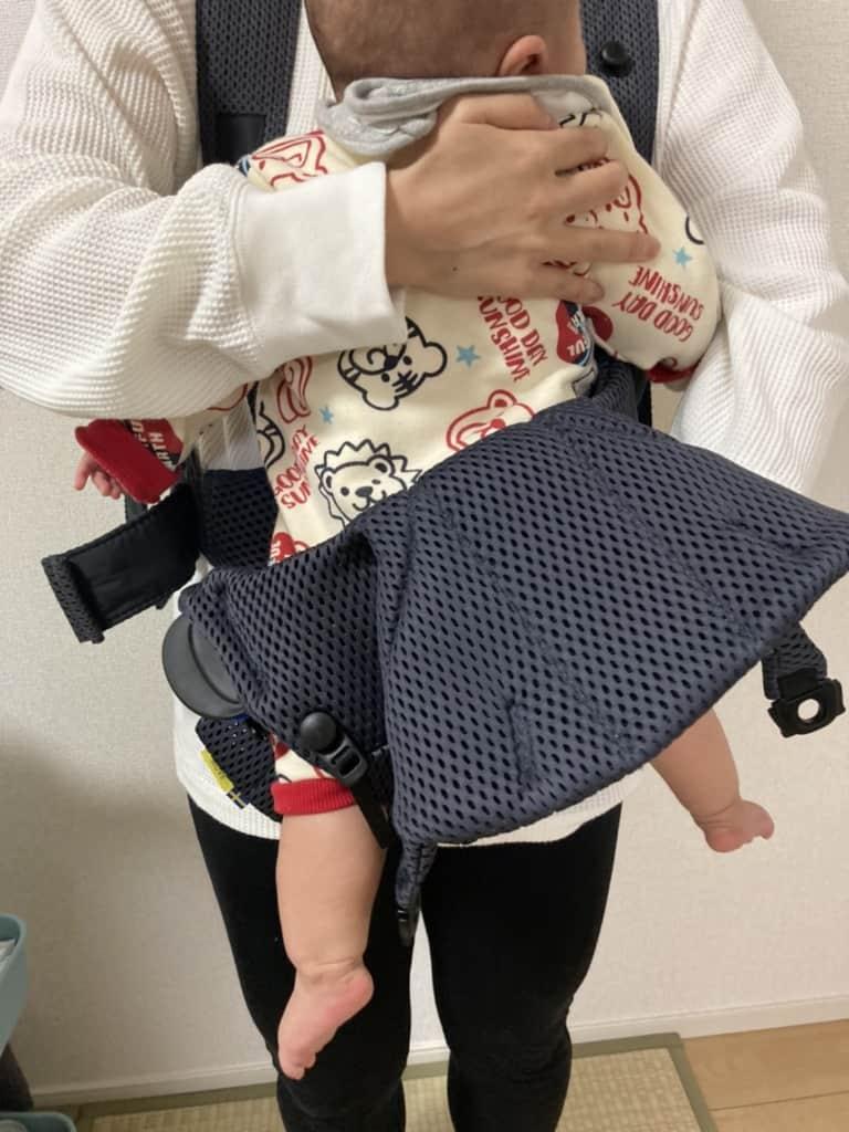 ベビービョルン抱っこ紐子供を抱き入れる
